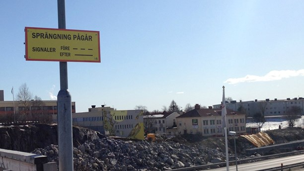 Stenregn efter sprängning vid E4-bygget i Sundsvall