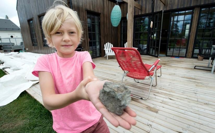 Stora stenar haglade – nu utreds den katastrofala sprängningen i Trosa