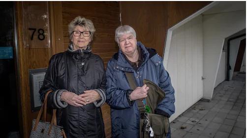 Grannarna Anita Oliverstedt och Anita Johansson är några av de boende som drabbats. Foto: Magnus Hallgren