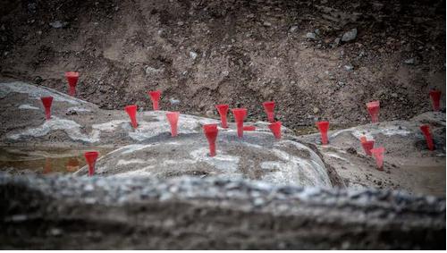 Peter Flygare, byggnadsingenjör på företaget Geoveta, utreder den här typen av olyckor. Han upplever att man har börjat spränga hårdare på senare tid. Foto: Magnus Hallgren