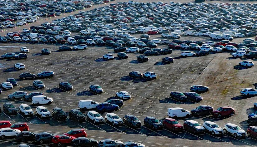 Sprängning gick fel – Flera hundra bilar skadade